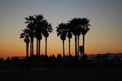 Solnedgång i den Los Angeles stranden Arkivfoto