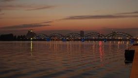 Solnedgång i den Riga staden Arkivfoto