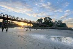 Solnedgång i den Santa Cruzt stranden, Santa Cruz i Santa Cruz Galicia, Spanien Arkivbild