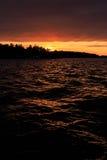 Solnedgång i den Stockholm skärgården Arkivbilder