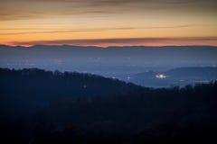 Solnedgång i den svarta skogen, Tyskland Arkivfoto