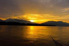 Solnedgång i den universitetsläraredeng ön Royaltyfria Bilder
