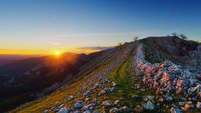 Solnedgång i det Gorbea berget Royaltyfri Fotografi