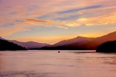 Solnedgång i det Marlborough ljudet Royaltyfria Bilder