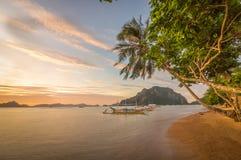 Solnedgång i El Nido, Palawan, Filippinerna Royaltyfri Foto