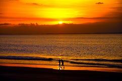 Solnedgång i en brasiliansk strand Royaltyfri Fotografi