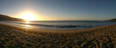 Solnedgång i en Stillahavskusten arkivbilder