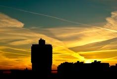 Solnedgång i ett bostadsområde Royaltyfri Foto