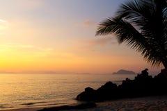 Solnedgång i ett hav arkivbilder