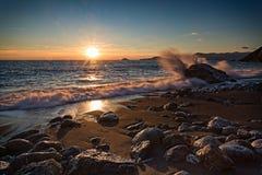 Solnedgång i fjärden Royaltyfri Bild