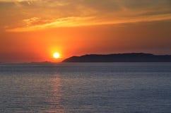 Solnedgång i Folegandros arkivbilder