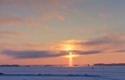 Solnedgång i formen av ett kors Royaltyfri Bild