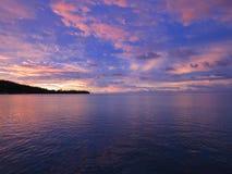 Solnedgång i franska Polynesien öar royaltyfria foton