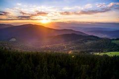 Solnedgång i Gorce berg Fotografering för Bildbyråer