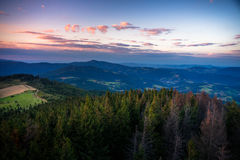 Solnedgång i Gorce berg Royaltyfria Bilder