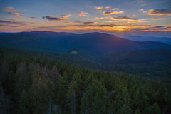 Solnedgång i Gorce berg Royaltyfri Fotografi