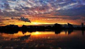Solnedgång i höst Arkivfoton