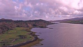 Solnedgång i höst på den Dunvegan slotten, ö av Skye arkivfilmer