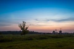 Solnedgång i höstaftonen Arkivbild