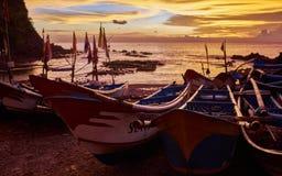 Solnedgång i hamnen Arkivfoton
