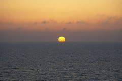 Solnedgång i hav Fotografering för Bildbyråer