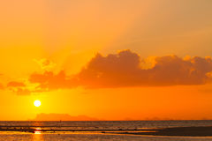 Solnedgång i havet Arkivbild