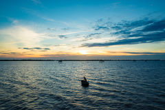 Solnedgång i havet royaltyfri fotografi