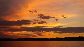 Solnedgång i havsfjärd Royaltyfria Foton