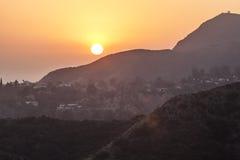 Solnedgång i hollywood berg royaltyfria foton