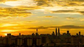 Solnedgång i i stadens centrum Kuala Lumpur Arkivfoto