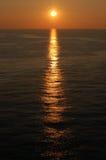 Solnedgång i kanalen Arkivfoton