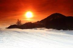 Solnedgång i Kirchberg, Tirol/Österrike arkivbild