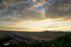 Solnedgång i kolgruva Arkivfoto