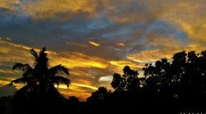 Solnedgång i kolkata fotografering för bildbyråer