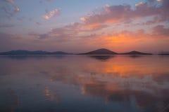 Solnedgång i La Manga del Mar Menor, Spanien Royaltyfri Fotografi