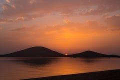 Solnedgång i La Manga del Mar Menor, Spanien Royaltyfri Foto