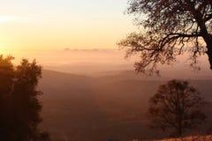 Solnedgång i landet Arkivfoton