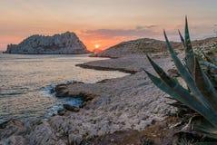 Solnedgång i Les Goudes, nästan Marseille Arkivbild