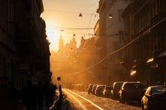 Solnedgång i Lviv Doroshenko gata historisk center stad royaltyfri bild