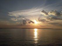 Solnedgång i maduraen sembilangan East Java arkivbild