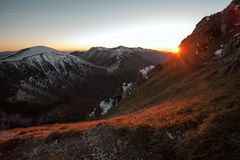 Solnedgång i Mala Fatra Mountain Range Royaltyfria Foton