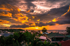 Solnedgång i Malapascua Arkivbild