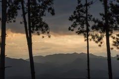 Solnedgång i mautainen Fotografering för Bildbyråer