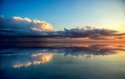 Solnedgång i molnen och havet Royaltyfria Bilder