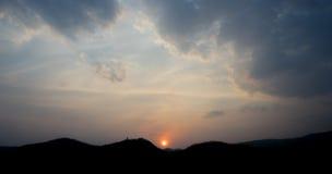 Solnedgång i molnig himmel Royaltyfria Foton