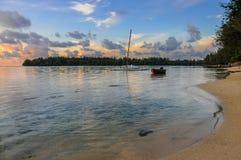 Solnedgång i Moorea Royaltyfria Bilder