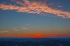 Solnedgång i moutains Royaltyfri Bild