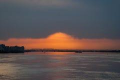 Solnedgång i Nizhny Novgorod, Ryssland arkivfoto