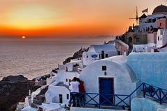 Solnedgång i Oia - Santorini. Royaltyfri Bild