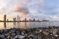 Solnedgång i Panama City, Panama arkivbilder